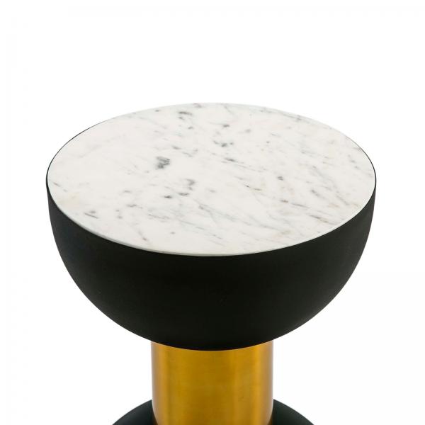Mesa auxiliar con sobre de mármol blanco y forma de reloj de arena.