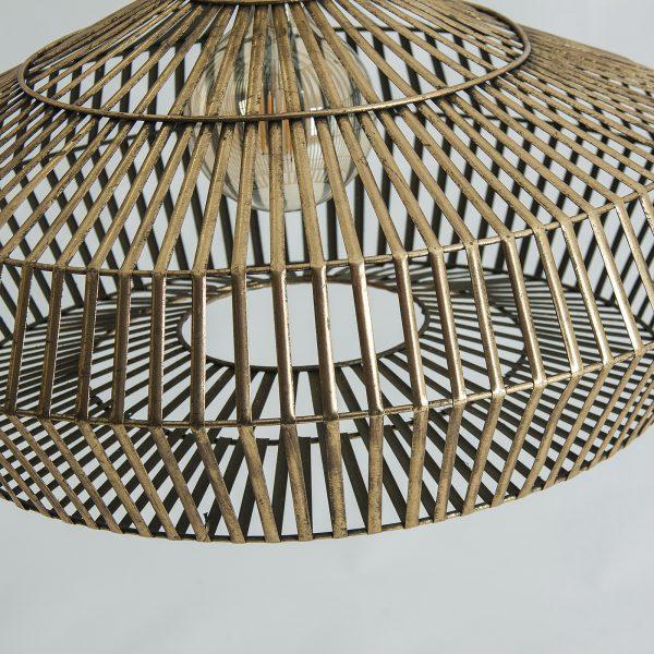 Lámpara de techo de suspensión de estilo industrial. Fabricada en hierro acabado en color dorado