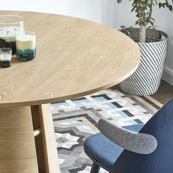 Mesa de comedor redonda de madera de fresno