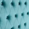 detalle de cabecero de estilo artdeco con capitoné en terciopelo turquesa